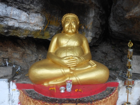 one of the many, many Buddhas that lined the path up to Phousy